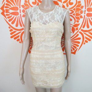 En Creme Nude Lace Fitted Dress XS